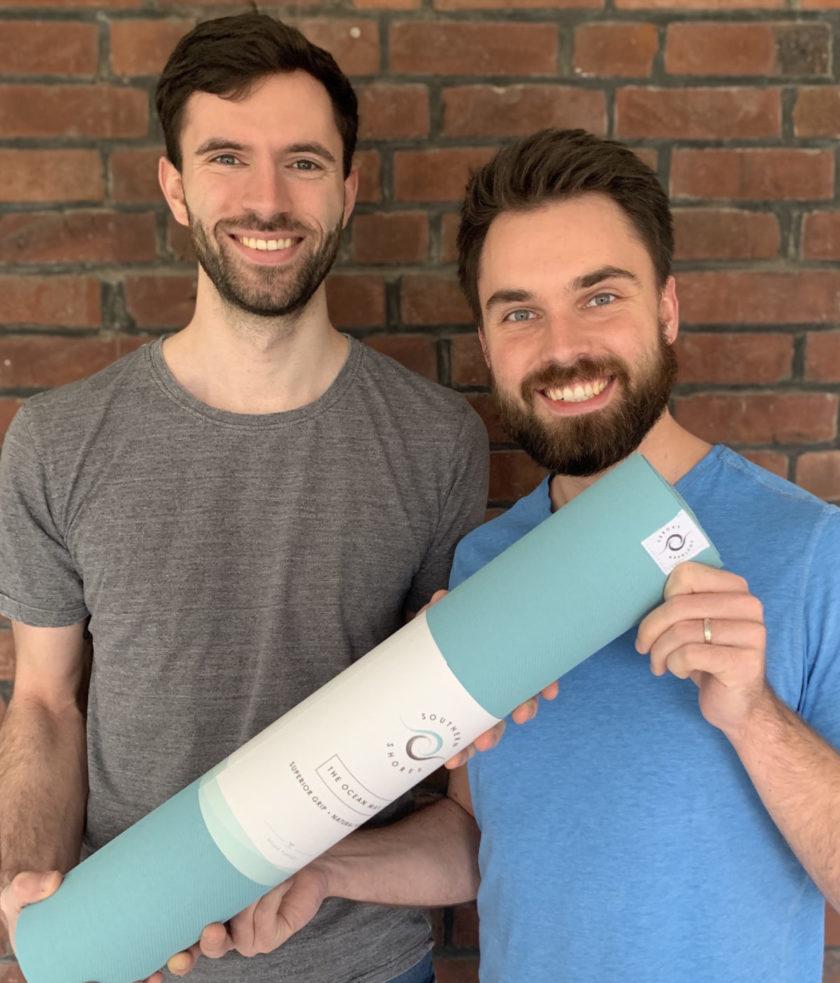 Gründer mit ökologischer Yogamatte