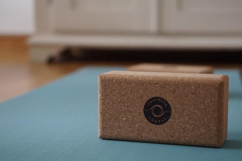 Kork Yoga Blöcke auf Yogamatte