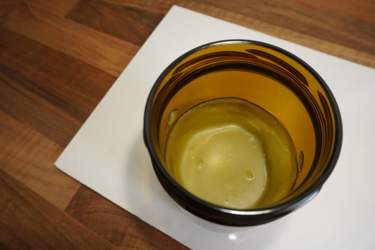 Spitzwegerich-Salbe im Glas